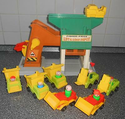 Vintage Fisher Price Little People Lift and Load Depot  mit 7 Fahrzeugen