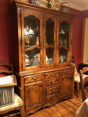 ETHAN ALLEN Classic Manor 54″ Lighted Display / China Cabinet