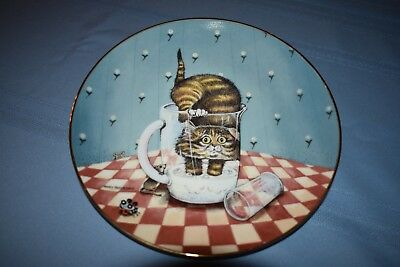 """Curiosity"" collector plate by Gary Patterson from the COMICAL CATS collection"