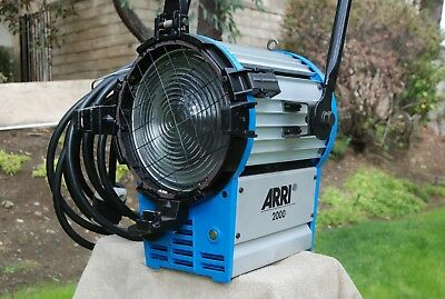 2K Arri Fresnel with barn doors, bail block, safety, 2 cyx globes, 3 connectors!