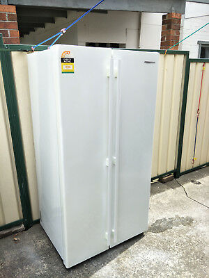 Westinghouse 610 ltr side by side Refrigerator WSE6100WA White Exc Cond