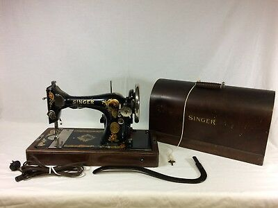1925 Singer Model 128 Sewing Machine in Wood Case & Base - Working Condition