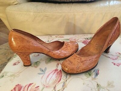 Vintage Tooled Leather Pumps Shoes -6 M