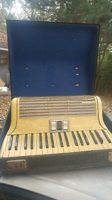 Vintage Hohner Tango IM 37/60 Piano Accordion w/ case For Repair asis