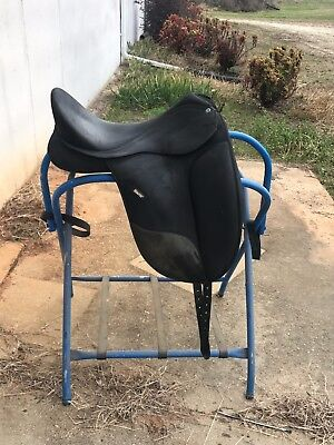 Wintec Isabell Dressage Saddle w/ CAIR panels - Medium Wide 17.5 includes girth