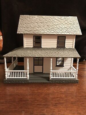 1/32 Scale Farm House with Porch Plastic Building Diorama Accessory 2-Story Home