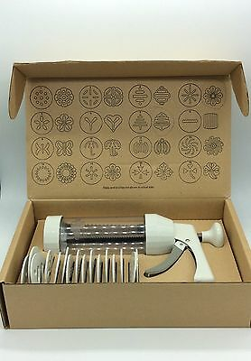 The Pampered Chef 16 Designs COOKIE PRESS Pastry Cutter Spritz Gun # 1525