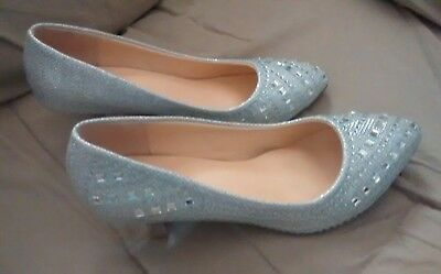 Women's Special Occasion Silver Shoes Size 6 1/2