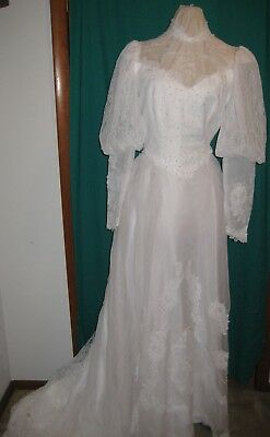 """Vintage Ladies Wedding Gown With 3.5"""" Train & Hat With Attached Veil Size 12"""