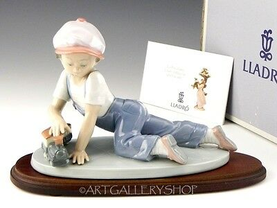Lladro Collectors Society Figurine ALL ABOARD BOY WITH TRAIN #7619 Retired Mint