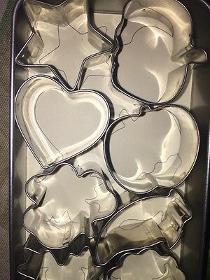 The Pampered Chef Creative Cutters Set In Silver Tin Cookie Cutters NIB