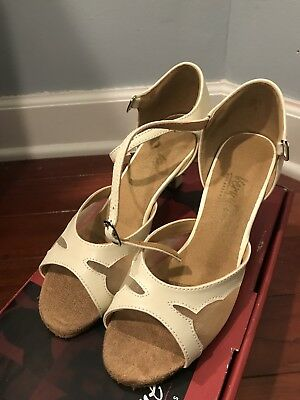 very fine dance shoes Size 5.5