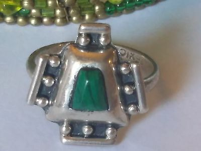 Mexico Aztec Sterling Silver Vintage Ring with a Malachite Stone size 7