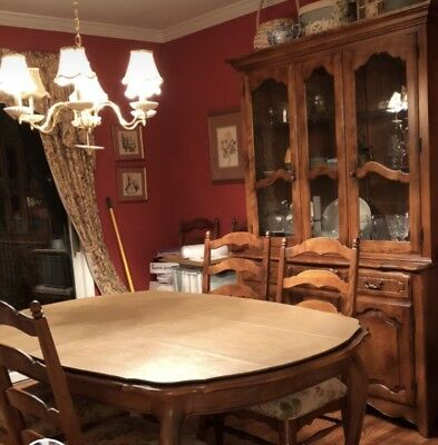 Ethan Allen Collection Dining Room Table, and 8 Chairs. Including china hutch.