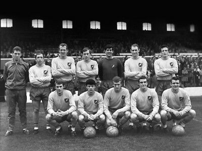 *stunning Photo* Norwich City 1966 Line Up @ Ewood Park (Nor-007)