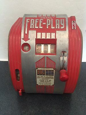 1940s Daval Gumball Freeplay Trade Stimulator Slot Machine