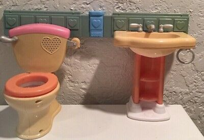 Mattel Fisher Price Little Mommy Gotta Go Potty toilet and sink No Doll