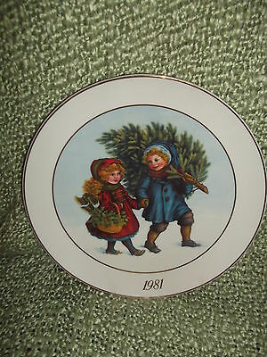 AVON 2ND Edition Christmas Memories Plate Keeping the Christmas Tradition 1982