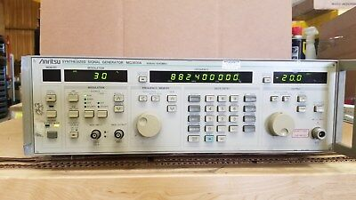 Anritsu MG3631A Synthesized Signal Generator 100kHz-1040MHz Powers UP!