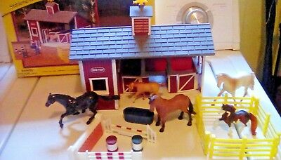 BREYER Stablemates Red Stable Set Plus Extras / Barn stable / Horses / Ranch Box