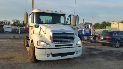FREIGHTLINER COLUMBIA 120 day cab