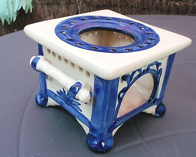 VINTAGE ? BLUE WHITE CERAMIC POTTERY INCENSE burner HOLDER JG021 MARKED ON BASE