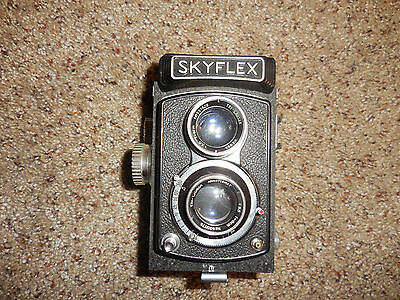 Skyflex TLR camera Very Nice with Leather Case Lens Tri-Lausar 8cm f-3.5