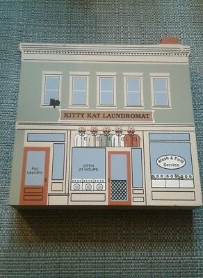2003~The Cats Meow~On the Square Series III~Kitty Kat Laundromat~New in bag