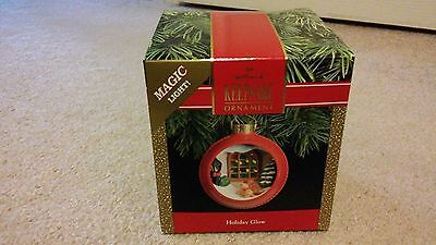 Hallmark Keepsake '' Holiday Glow ''  Christmas Magic Ornament.