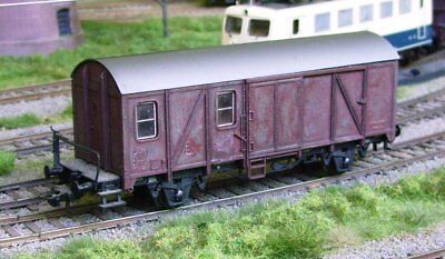 ROCO HO scale ~ *DAMAGED* BOX CAR ~ WEATHERED and UNBOXED