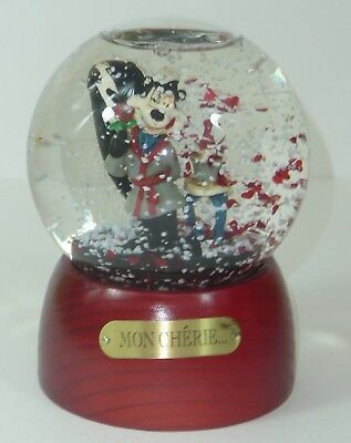 Mon Cherie Pepe Le Pew Skunk Snow Globe Warner Brothers Store Hearts Roses
