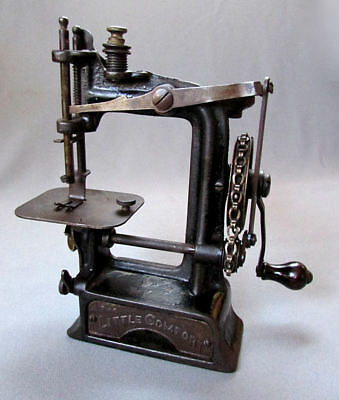 ANTIQUE Smith & Egge MINIATURE Chain & Pulley Sewing Machine THE LITTLE COMFORT