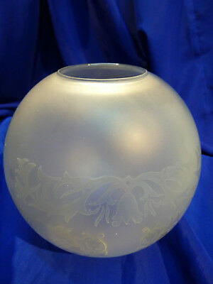GLOBE DE LAMPE A PETROLE EN VERRE SATINE & DECOR . H 135 mm  D 58 mm. REF 5034