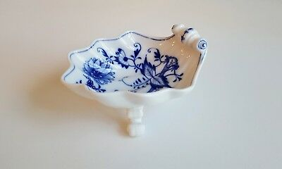 "Meissen Blue Onion 4 1/2"" THREE FOOTED SHELL DISH Crossed Swords"