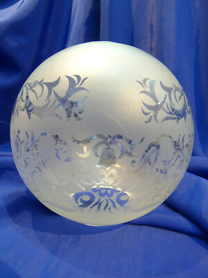 GLOBE DE LAMPE A PETROLE EN VERRE SATINE & DECOR . H 138 mm  D 58 mm. REF 4439