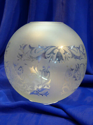 GLOBE DE LAMPE A PETROLE EN VERRE SATINE & DECOR . H 137 mm  D 60 mm. REF 4442