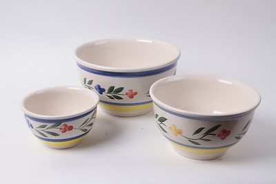 Vintage Gibson White With Floral Pattern Nesting Mixing Bowl Set of 3