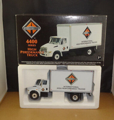 First Gear IHC 4400 Dry Goods Van International Trucks 19-2703 1/34 Scale