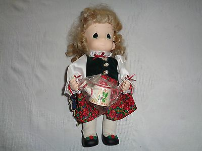 """Precious Moments Holly December Garden Of Friends 2nd Edition 12"""" Doll"""