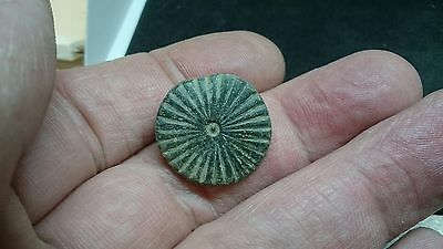 Beautiful bronze post medieval button Uk find L492