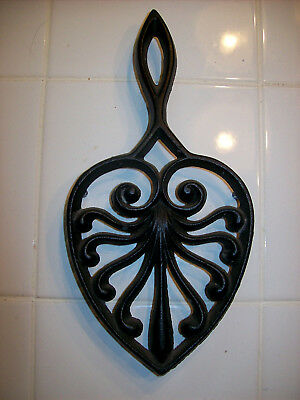 vintage cast iron trivet heavy 3 262 metal ornate scroll wall decor heart