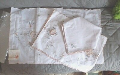 OLDER Handmade Embroidered Table Runner Napkins Placemats 17PCS (1 Set) NEW