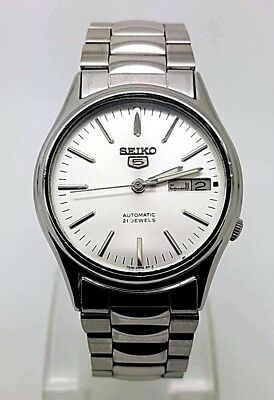 VINTAGE SEIKO 5 Automatic Day/Date GENTS WATCH, Japan made, used. (w-40)