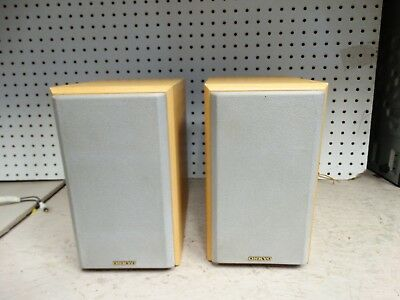 Onkyo Model D N5 2 Way Bass Reflex Bookshelf Speakers 70 Watt 6 Ohms