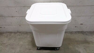 Continental 9332 32 Gallon White Mobile Ingredient Storage Bin with Lid
