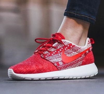 best service aed04 f10dc Womens Nike Roshe One Winter Red White Christmas 685286 661 Size 9