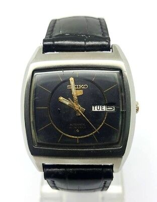VINTAGE SEIKO 5 Automatic Day/Date GENTS WATCH, Japan made, used. (w-116)
