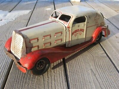 Marx wind up car ambulance 1930s cousin to fire chief siren police patrol