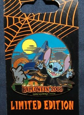 Stitch at the Sorcerer's Hat Pin - Disney World - Haunted Parks 2006