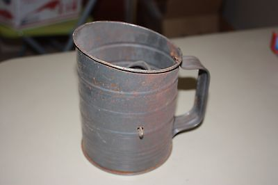 VINTAGE Bromwells 3 Cup Flour Measure and Sifter in Good Working Condition